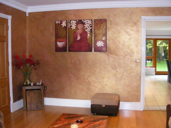 Hand painted walls by Lea, creating a warm inviting sitting room